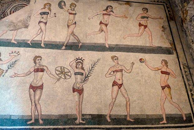 Римские спортсменки в одежде, напоминающей бикини.