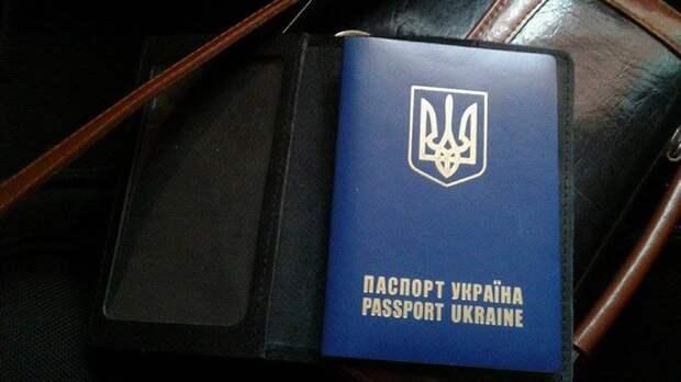 Взбесившаяся украинка выкинула свой паспорт из-за отказа на въезд в Турцию
