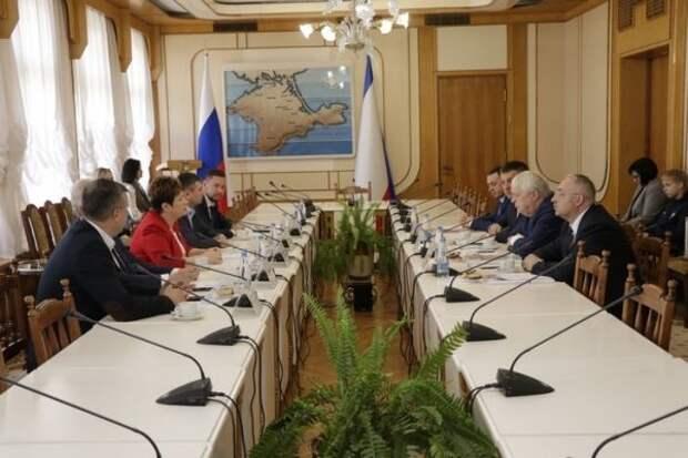 Крым и Калининград обсудили перспективные направления межрегионального сотрудничества