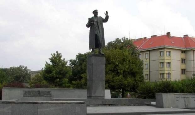 В Праге граждане выступили против искажения истории