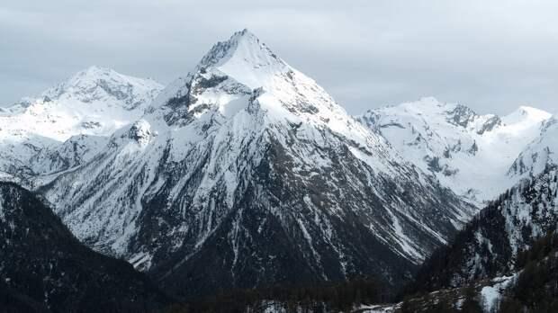 Альпинистка из Минусинска сорвалась при восхождении на гору Эльбрус