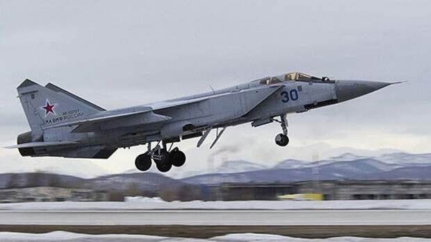 МиГ-31 успешно вернулся на базу после перехвата RC-135 ВВС США у границ России