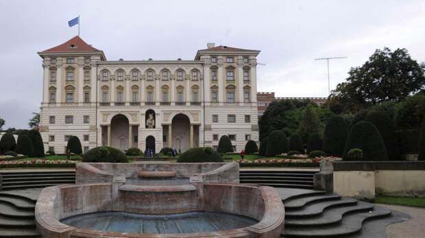 Количество дипломатов генконсульств России и Чехии останется прежним