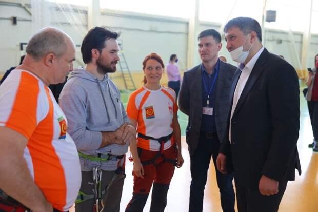 Глава города Иван Носков проверил готовность скалодрома на базе ФОКа «Ока»