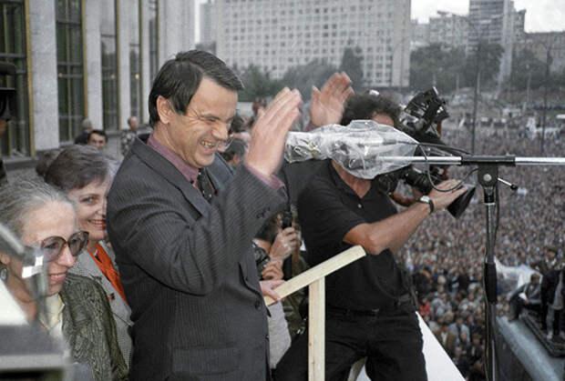 Руслан Хасбулатов на митинге