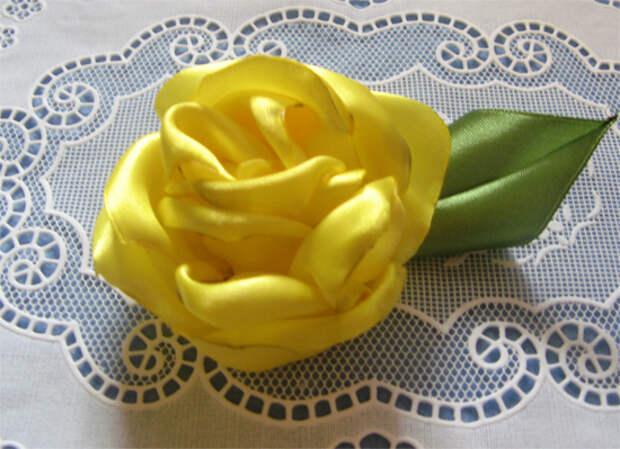 Простая роза из ленты