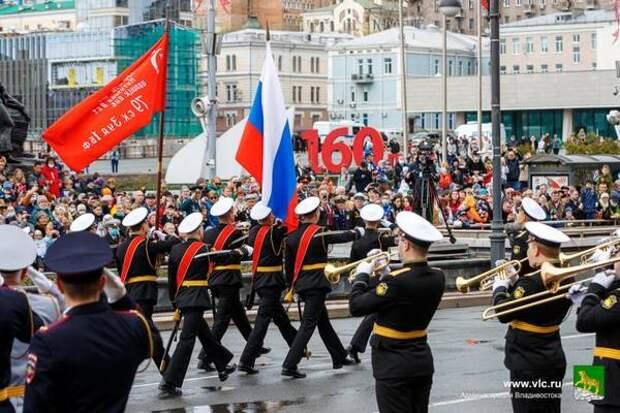Цвет Победы: как Владивосток украсили к праздничному параду