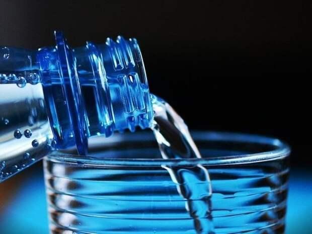 Названа опасность для здоровья воды в бутылках