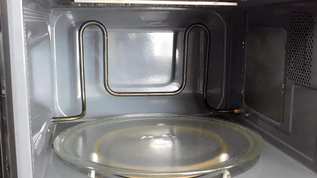 Без лимона, уксуса и мыла: просто положите это в микроволновку, чтобы очистить её