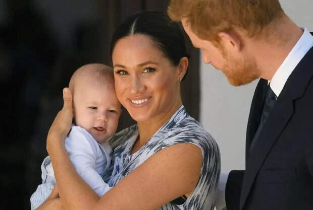 В честь прадедушки! Дочери принца Гарри и Меган Маркл могут дать имя Филиппа