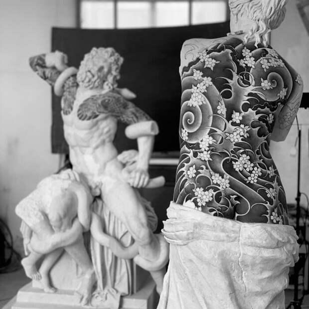 Эти 8 жертв итальянского тату-мастера не издавали звуков во время сеанса. Это потому, что они античные статуи
