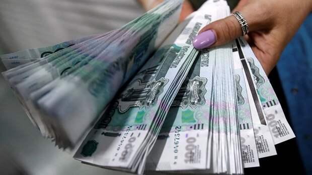 Рубль подешевел по отношению к иностранным валютам вслед за нефтью