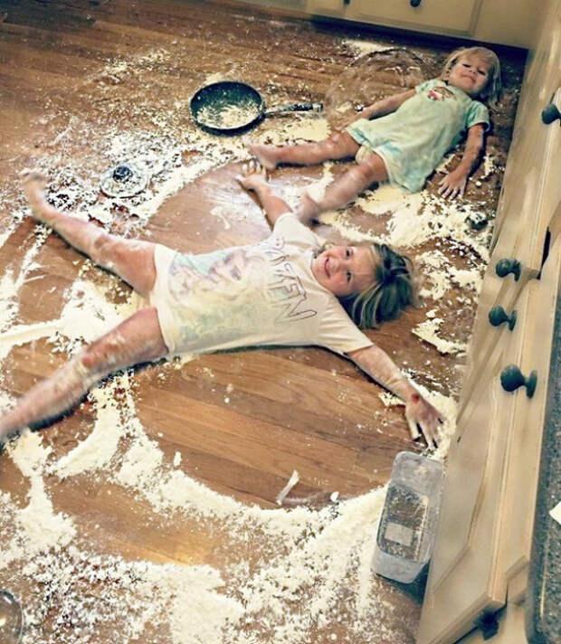Дети на кухне.