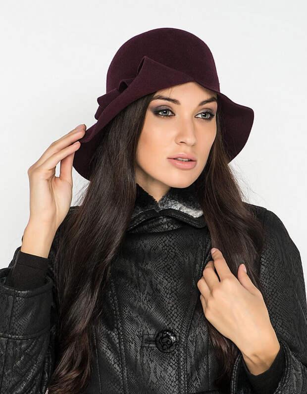 Шляпа с разрезом на полях