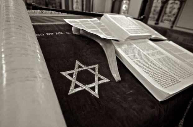 В Германии совершена атака на синагогу