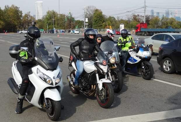 Мотоциклистам запретят лавировать между рядами