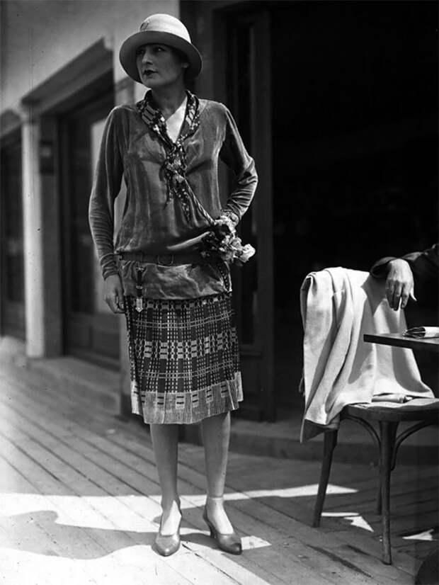 Бархатная туника с юбкой, 1926 год Стиль, винтаж, двадцатые, женщина, мода, прошлое, улица, фотография