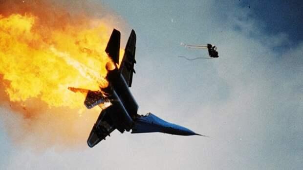 Военнослужащие РФ смогут в рассрочку компенсировать армии ущерб от разбитого самолета или танка