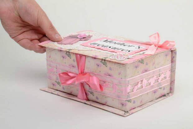 Волшебная коробочка с безделушками.