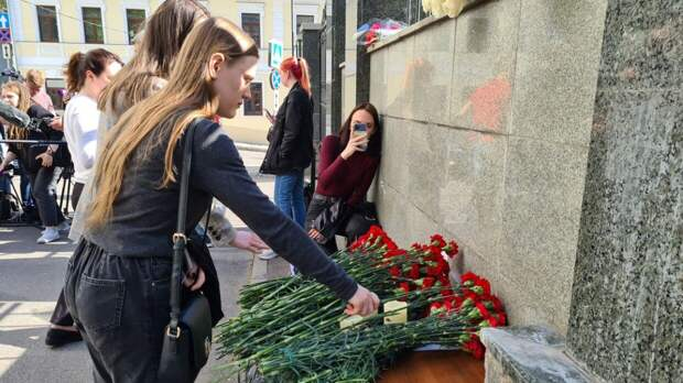 Жители Казани рассказали, почему до ночи оставались у школы №175