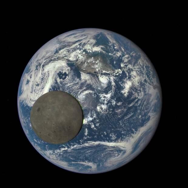 Транзит Луны по диску Земли. NASA/Deep Space Climate Observatory (DSCOVR)
