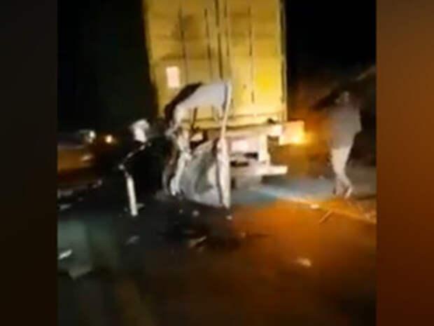В Южной Америке 6 человек погибли в аварии грузовика и микроавтобуса