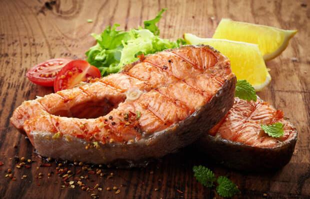 Стейк лосося на сковороде