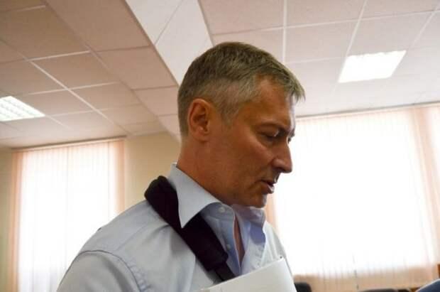 Суд оставил в силе штраф Ройзману за участие в незаконной акции