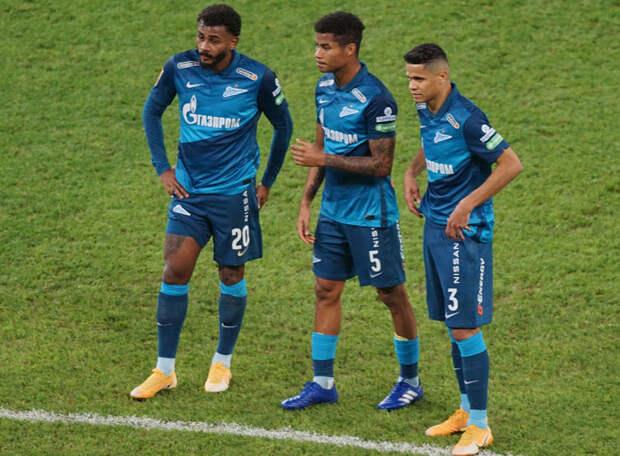 Бразилец, который хочет помочь в штрафной защитникам, всегда опасен… для своей команды: игра рукой - пенальти… Но в итоге именно Вендел раскачал фланг «быков»