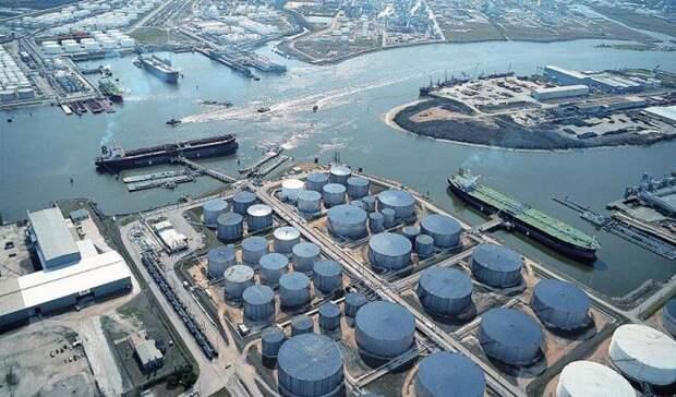 Запасы нефти вСША занеделю снизились значительно больше, чем ожидали аналитики