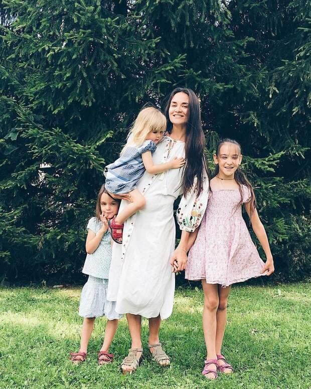 Социологи сравнили материнство с работой на 2,5 ставки