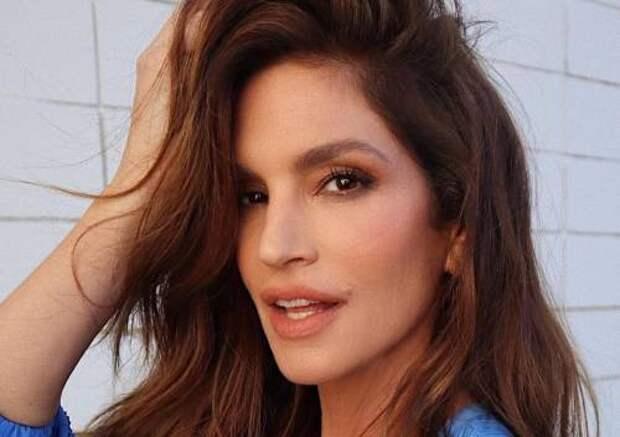 Модель Синди Кроуфорд запустит бьюти-линию по уходу за волосами