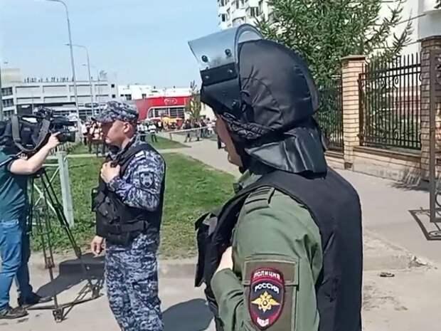 В Сеть попало аудио со стрельбой в казанской школе, там усилили охрану
