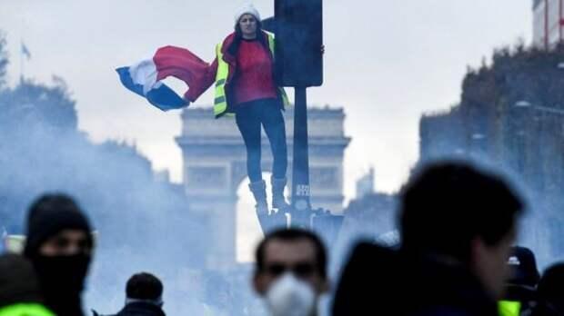 Во Франции вспыхнула «Революция желтых жилетов»
