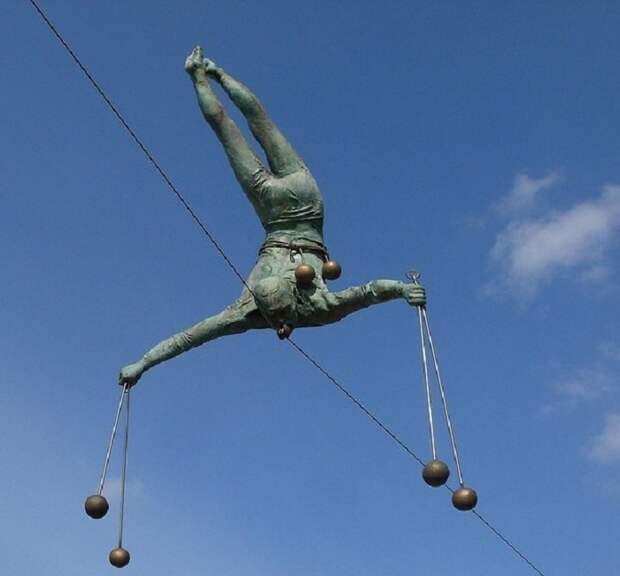 «Балансирующие скульптуры» Ежи Кедзера, бросающие вызов гравитации - загадка нашего времени