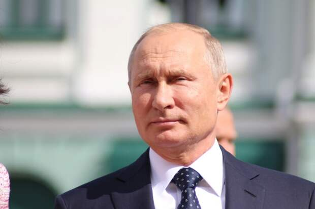 Путин читает журнал «Охота и рыбалка», а также Forbes