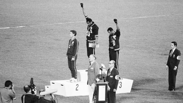 Темнокожие спортсмены изСША устроили акцию протеста наОИ-1968. Ихвыгнали изсборной иугрожали убийством
