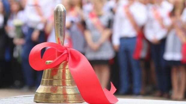 Петербургским школам разрешили провести «Последние звонки» на улице