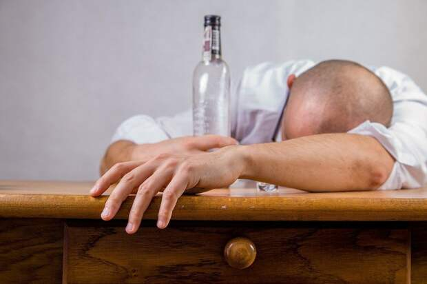 Россияне стали чаще умирать от алкоголя