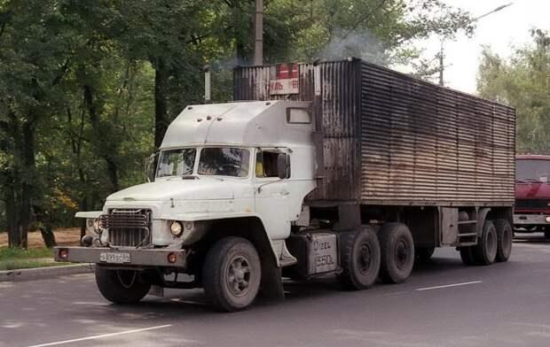 Типичный пример тех лет – «аццкий пепелац» на базе Урала-377. 90-е, грузовик, дальнобойщики, тюнинг