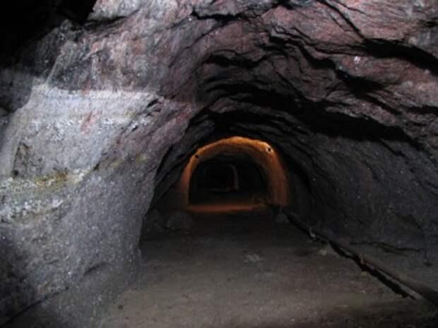 На Донбассе возник пожар на крупной шахте. Возможен взрыв