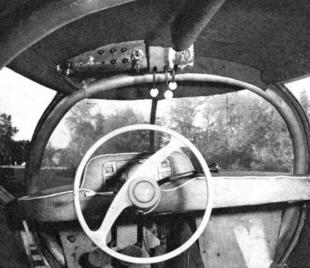 Тесное место водителя с рулем от легковушки и блоком датчиков авто, автомобили, атодизайн, дизайн, интересный автомобили, олдтаймер, ретро авто, фургон