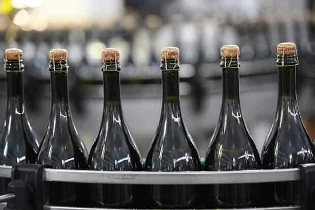 «Заграница нам поможет». Производители предрекли засилье импортного шампанского из-за дефицита российского
