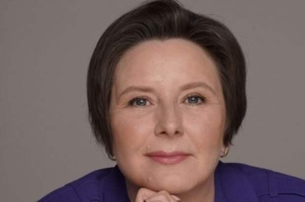 Светлана Разворотнева передала мебель многодетной семье погорельцев