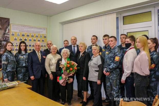 В Могилевском горисполкоме сегодня с 90-летним юбилеем поздравили блокадницу Ленинграда.