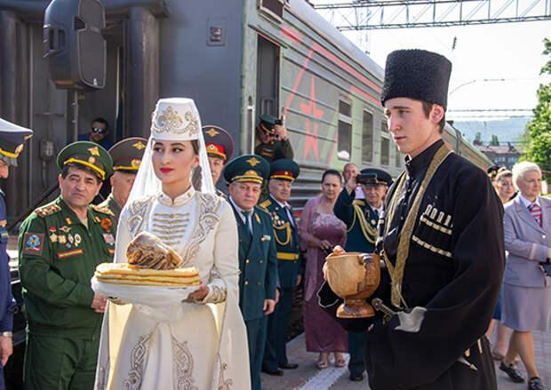 Во Владикавказе встретили тематический поезд акции «Мы – армия страны! Мы – армия народа!»
