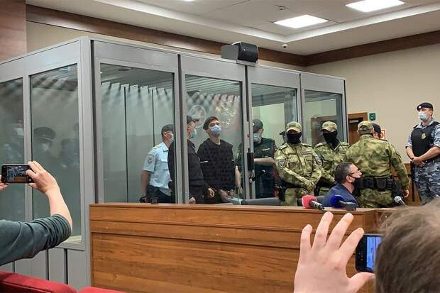Суд арестовал задержанного за стрельбу в казанской школе
