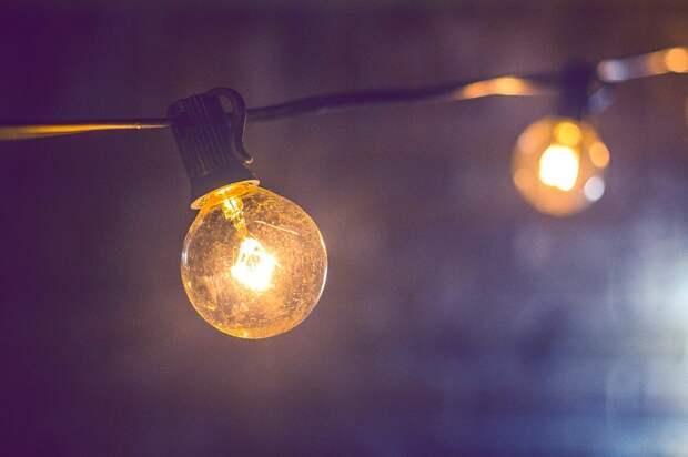 Коммунальщики восстановили освещение в подъезде дома на Молодцова