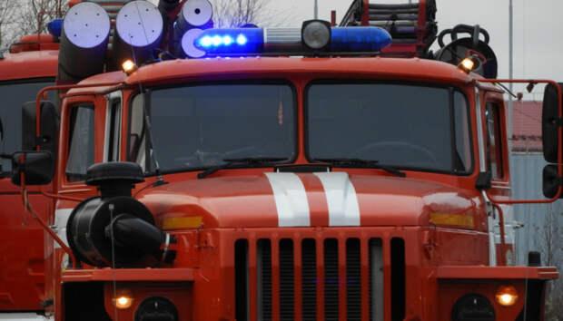 В Петрозаводске больше часа тушили пожар в частной бане