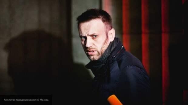 Политолог: оппозиция не верит в отравление Навального и отмалчивается